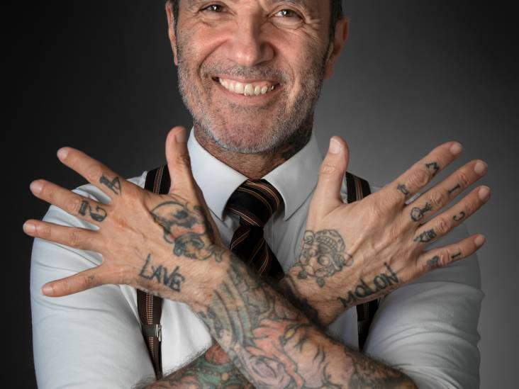 Elias houdt van avontuur: 'Op vakantie neem ik als souvenir een tattoo van een local'