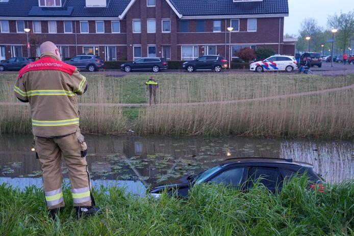 Auto te water in Rosmalen.