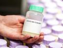 Zeer waarschijnlijk wordt de melk, verwerkt in ijs, over een paar maanden voor het eerst toegediend aan mensen die een risico op coronabesmetting lopen.