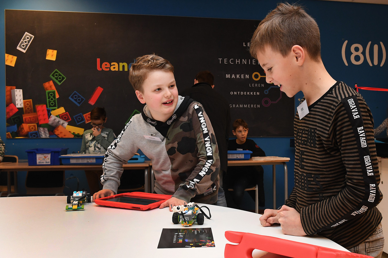 De bibliotheek in Sint Anthonis heeft ruimte beschikbaar gemaakt voor het LeanderLab. Een methode waarbij kinderen op speelse wijze kennis maken met techniek en programmeren.