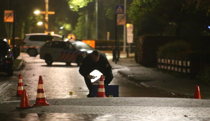 Sporenonderzoek in de Thorbeckestraat in Zaltbommel vlak na de woningoverval.