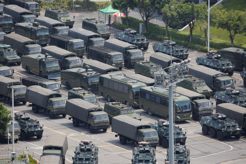 China verzamelt een troepenmacht net buiten Hongkong.  Beeld REUTERS