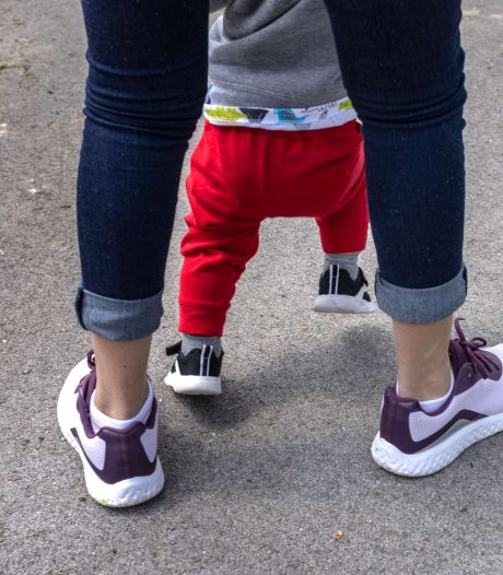 Une mère ivre tente d'étrangler son bébé de 17 mois en pleine rue