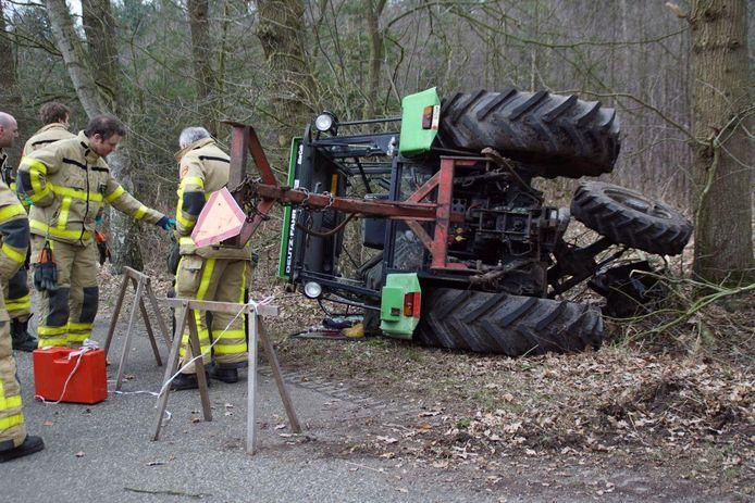 Hulpdiensten zijn woensdagmiddag uitgerukt vanwege een ongeval met een tractor in Vorden.