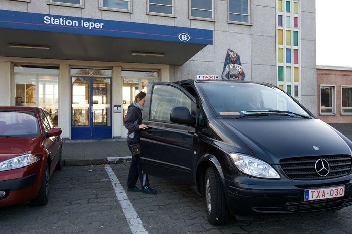 Momenteel is het taxi-aanbod in Ieper nog beperkt. Er zijn 20 taxivoertuigen vergund, terwijl het maximaal aantal toegelaten voertuigen tot vorig jaar 35 bedroeg.