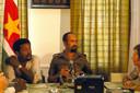 Desi Bouterse (r) en Humbert Pinas geven een interview na de gepleegde staatsgreep.