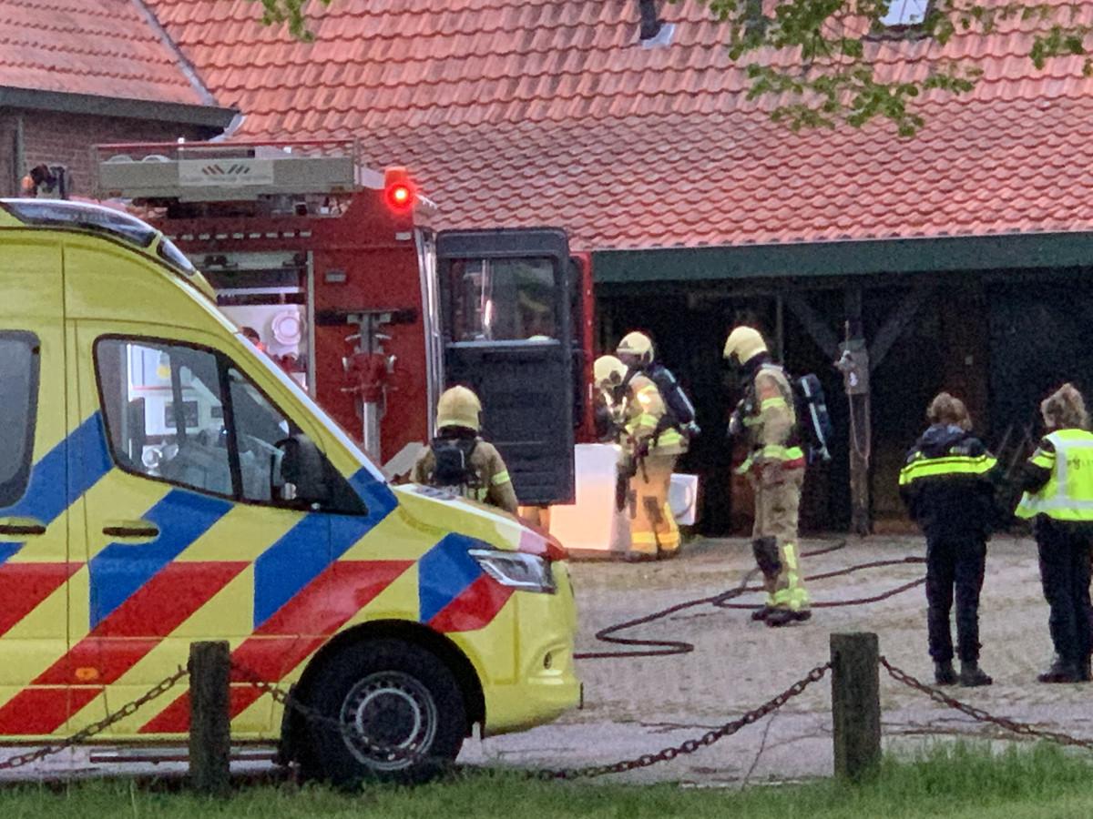 Ambulancepersoneel heeft een vader, moeder en baby nagekeken na een brand in hun woning in Megchelen. De brand ontstond rond 5.30 uur in een droger in het huis aan de Landfortseweg in het dorp in de Oude IJsselstreek.