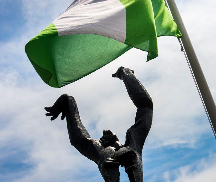 Het beeld van Zadkine op Plein 1940 stond ook dit jaar centraal bij de herdenking van het bombardement.