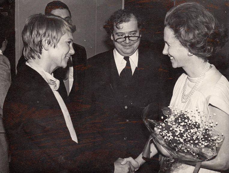 Henri Floris Jespers (midden) en Pruts Lantsoght, de vrouw van uitgever Jan Verhaert, bij een ontmoeting met koningin Fabiola.