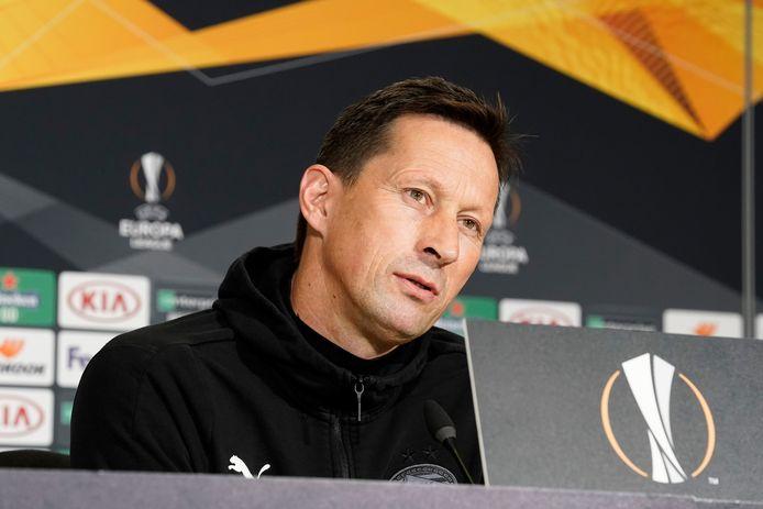 Roger Schmidt tijdens de persconferentie voor PSV-Granada.
