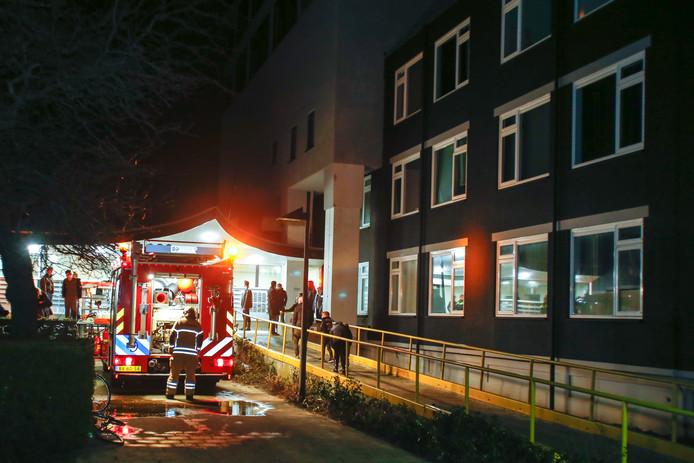 Op de twaalfde verdieping van een flat aan de Koningin Wilhelminalaan in Gorinchem is maandagavond brand uitgebroken in een meterkast. Niemand raakte gewond.