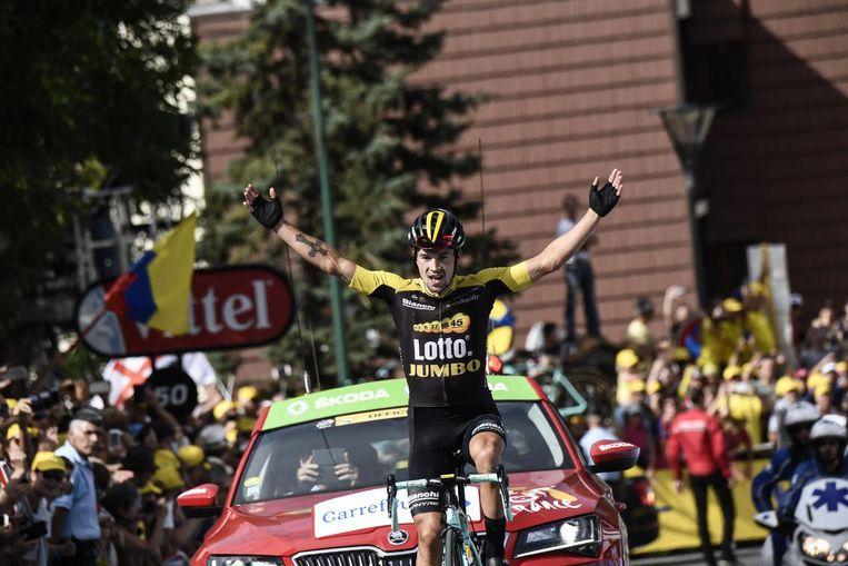 Primoz Roglic viert zijn etappezege in de Tour de France Beeld null