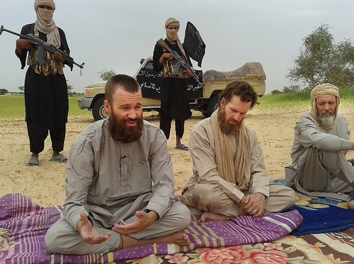 Sjaak Rijke (r) met twee andere westerlingen die in Mali zijn ontvoerd.