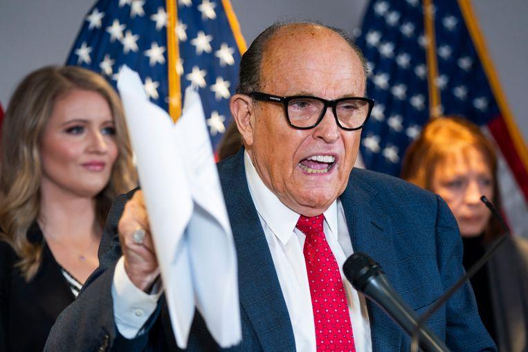 Rudy Giuliani  spreekt in november 2020 over het verkiezingsverlies van Donald Trump.  Beeld EPA