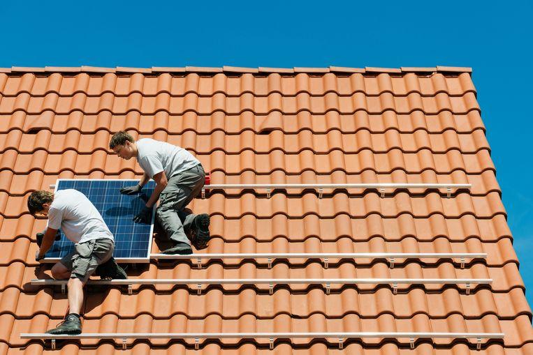 Vooral sectoren als bouw en hernieuwbare energie zullen de werkgelegenheid zien toenemen. Beeld Getty Images/Cultura RF