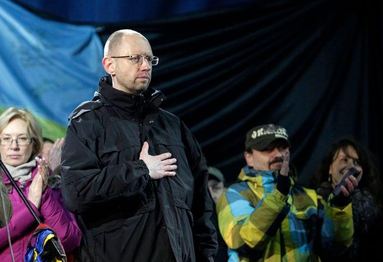 Arseni Jatsenjoek, woensdagavond op het Onafhankelijkheidsplein in Kiev. Beeld REUTERS