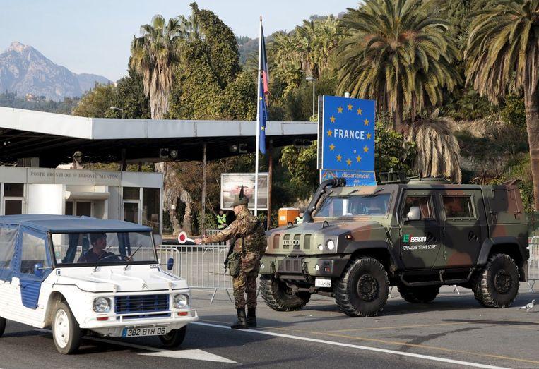 Archiefbeeld: controle aan de grens tussen Frankrijk en Italië.