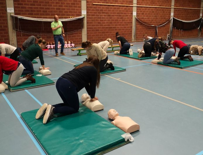 De opleiding reanimatie in Meulebeke was een groot succes.