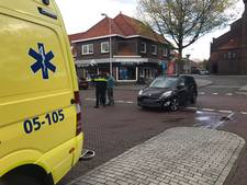 Schade bij aanrijding tussen brommer en auto in Oldenzaal
