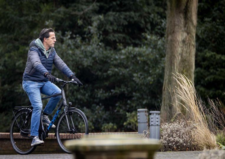 Demissionair premier Mark Rutte komt aan bij het Catshuis voor een overleg met ministers. Beeld ANP