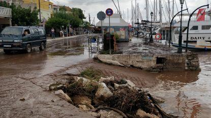 Griekse straten veranderd in modderpoelen