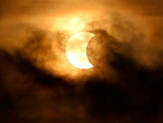 Geen eclipsbrilletje? Zo kan je de zonsverduistering ook op een veilige manier zien