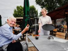 Puzzelen op het terras bij café in Utrecht: 'Hoe zet ik die bitterballen en biertjes nou op tafel?'