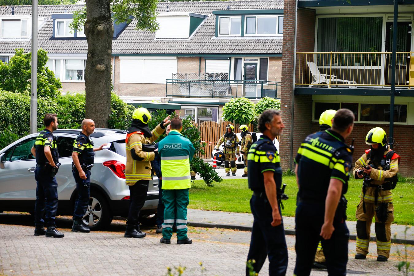 Meerdere brandweereenheden en de politie zijn ter plaatse.