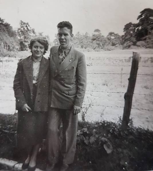 Henk en Mien als jonge geliefden