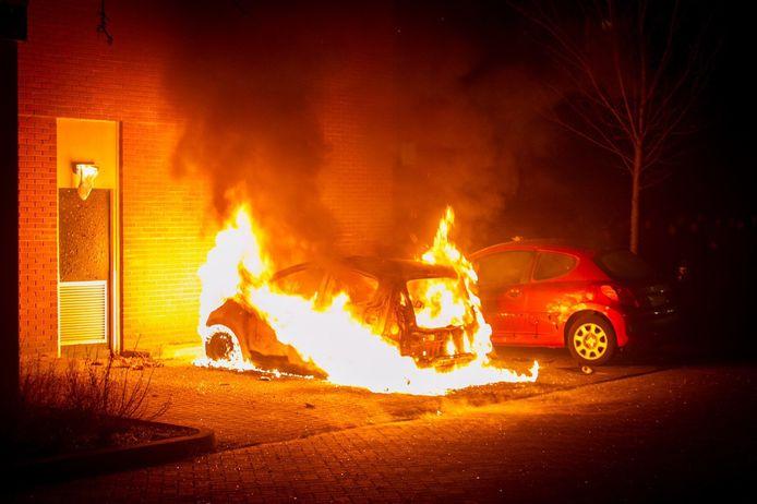 In brand gestoken auto tijdens de nieuwjaarsnacht in Ede-Veldhuizen.