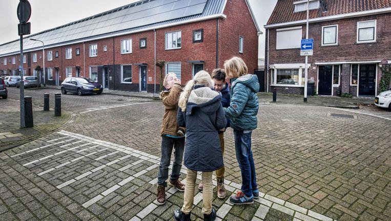In de Le Sage ten Broekstraat in Tilburg missen sommigen hun oude cv Beeld Raymond Rutting