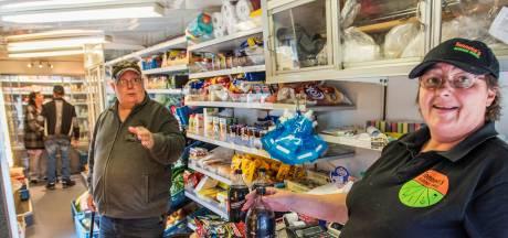 Na negen maanden tuft Tonneke weer met een Rijdende Winkel door Tilburg: 'Man, wat ben ik blij'