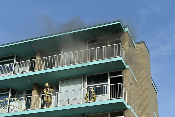 Brand in een flatgebouw aan de Fauststraat in Apeldoorn