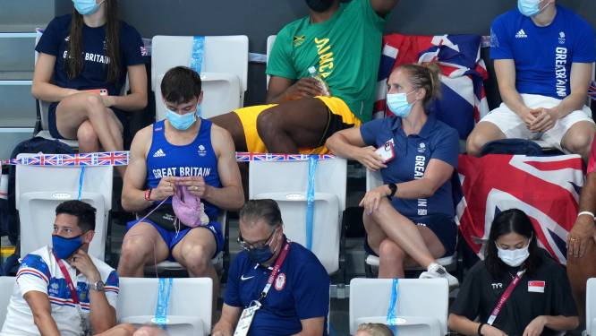Olympisch schoonspringer al breiend gespot op de tribune