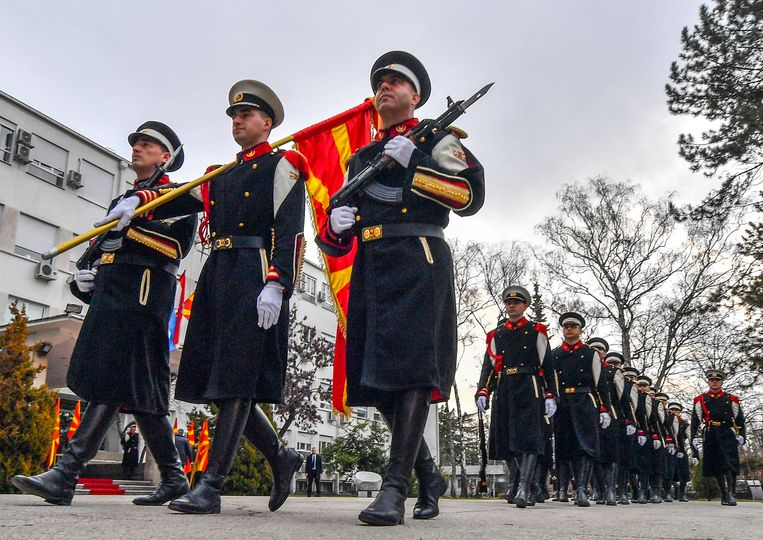 Het Balkanland met ruim 2 miljoen inwoners treedt naar verwachting volgend jaar officieel toe tot het militaire bondgenootschap.