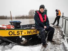 Fortmond is een eiland: noodveer in de vaart ondanks het strenge winterweer
