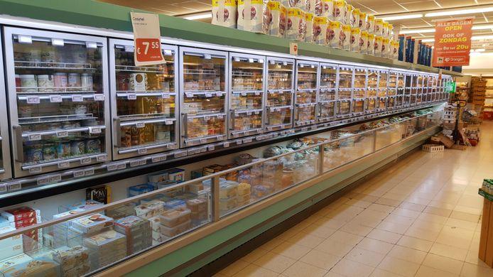 Zo hoort het niet: open koelkasten in AD Delhaize in Drongen