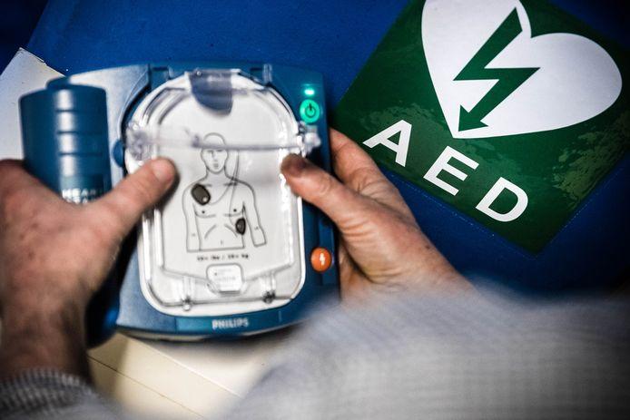 Een automatische externe defibrillator.