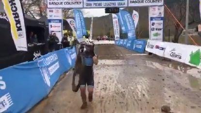 Hartverwarmend: 15-jarige veldrijder met syndroom van Down steelt de show aan de finish