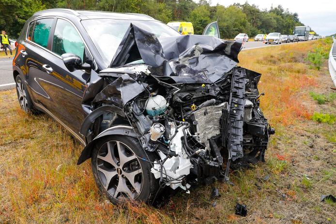 Op de A67 botsten zondag twee auto's tegen elkaar.