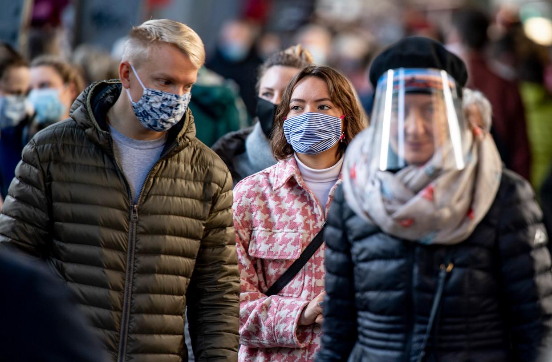 'Een gezichtsschild is alleen een goed alternatief als u vindt dat het virus niet genoeg is verspreid' Beeld BELGAIMAGE