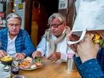 VIDEO: Tilburgse burgertest: 'Smakelijk, maar het mag allemaal wat bloederiger'