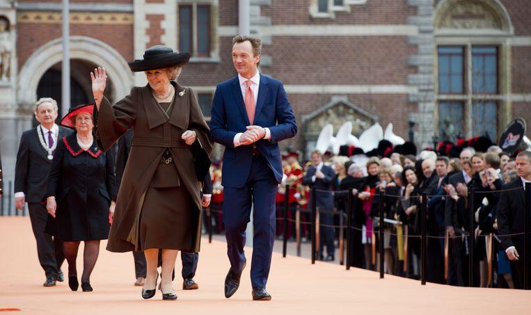 Pijbes met koningin Beatrix tijdens de heropening van het Rijksmuseum. Beeld anp
