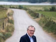 Oud-burgemeester Henk Zomerdijk is terug op zijn dijk in Ochten