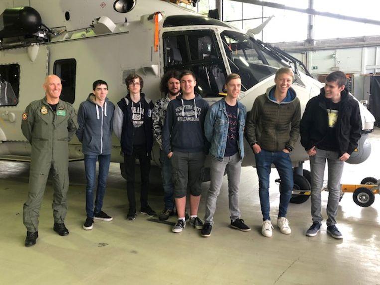 De leerlingen van het Atlas Atheneum trokken naar de luchtmachtbasis van Koksijde