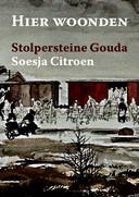 De omslag van het boek 'Hier woonden - Stolpersteine Gouda - van Soesja Citroen, dat vanaf juni verkrijgbaar is.