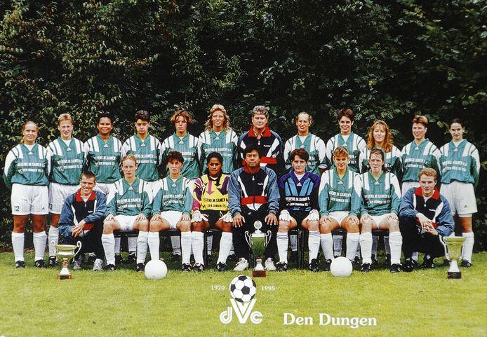 Het kampioensteam van DVC Den Dungen in 1995.