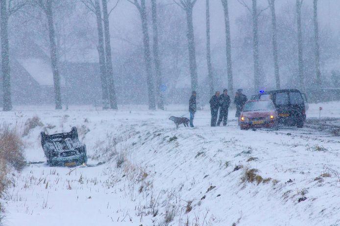 Sneeuw zorgt voor ellende in Oostburg. lezersfoto van photo-inhorus.com