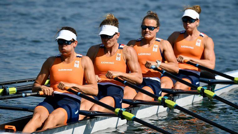 Carline Bouw, Inge Janssen, Nicole Beukers en Chantal Achterberg op het water in Rio. Beeld null