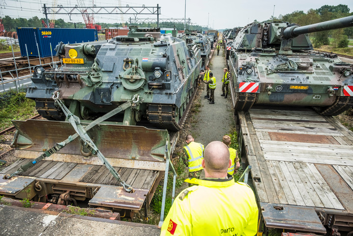 De aankomst van de pantservoertuigen in 't Harde.